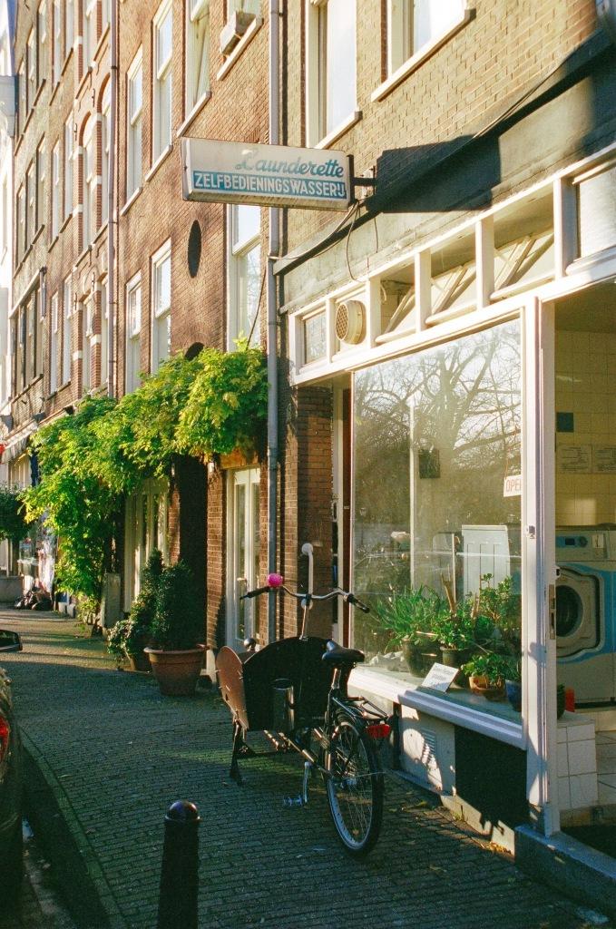 Amsterdam - Camera : Minolta Dynax 404si - Film : kodak portra